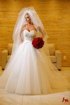 Thais, linda, num vestido Virgínia Manssan.