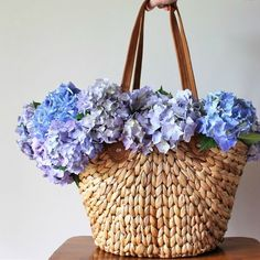 The Robert Gordon Market Lane Basket is perfect for picking up some fresh flowers at the markets. What's your go-to flowers from the market? I just love hydrangeas 💙 💜 Harvest Basket, Water Hyacinth, Market Baskets, Homewares Online, Organic Living, Country Style Homes, Affordable Home Decor, Home Decor Store, Weaving Techniques