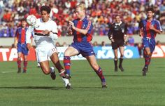 Raí (São Paulo FC) x Koeman (FC Barcelona) - World Championship, 1992. You also can see PEP GUARDIOLA in this picture.