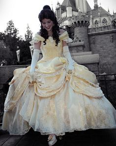 Belle's disney costume dress and to be honest I think that this dress is more closer to the original then the one in the live action one. I still like it but I still think this is better. Walt Disney, Disney Girls, Disney Love, Disney Magic, Belle Cosplay, Disney Cosplay, Disney Costumes, Belle Costume, Costume Dress