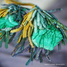 swetlana rohloff design The Color Of Money, Beading Projects, Beading Ideas, Beading Techniques, Tea Roses, Color Shades, Malachite, Beaded Flowers, Diy Kits