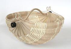 Nautilus basket I by Scott Gilbert. Entry in the Hart County Kentucky White Oak Basket Contest, Bamboo Weaving, Weaving Art, Basket Weaving, Hand Weaving, Bamboo Art, Basket Crafts, Weaving Projects, Weaving Techniques, Storage Baskets