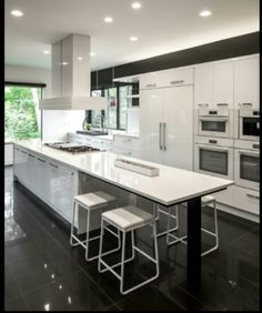 Small Kitchen Design With Cherry Wood Cabinets - Kitchen Pantry Cabinets Stone Kitchen Floor, Kitchen Flooring, Kitchen Countertops, White Countertops, Quartz Countertops, European Kitchen Cabinets, Kitchen Pantry Cabinets, Rustic Kitchen, Kitchen Decor