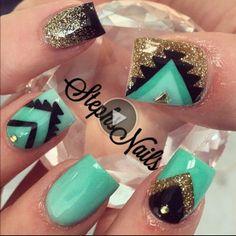 nails ** verde dourado preto