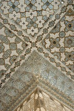 BEAUTIFUL! Geometry meets patternwork @sabarani  @Heatherstewart Amer Fort, Jaipur, Rajasthan, India
