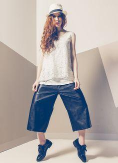 Produzione e vendita pronto moda donna  collezione spring e summer 2016. #anycase #bigtrousers #prontomoda #blackandwhite