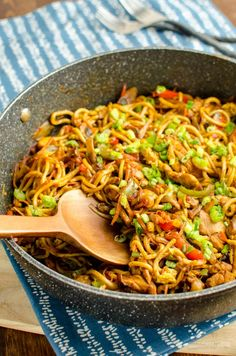 Syn Free Chicken Singapore Noodles | Slimming World | Slimming Eats - Slimming World Recipes