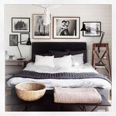 Tavelvägg in the making, #Fairytale #amandaasp #backisporsche #tobiasregell #linkimageartedition #tavelvägg #picturewall #homesweethome #bedroom #inspo @asp_amanda @linkimage ✨
