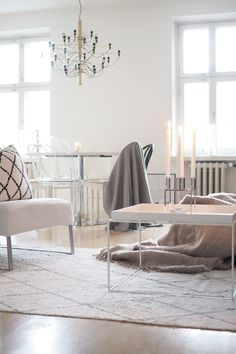 10 asiaa, jota haluaisin tänä jouluna… Living Room Interior, Living Room Decor, Living Spaces, Living Area, Living Rooms, Scandinavian Interior Design, Scandinavian Home, Living Room Inspiration, Interior Inspiration