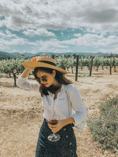 Napa Valley wineries to visit. Within a couple of hours of the main Bay Area cities there are quite a few options! We're sharing 11 Bay Area Day Trip ideas to check out. San Francisco Day Trip, Foto Casual, Napa Valley, Summer Outfits, Work Outfits, Bay Area, Photoshoot, My Style, Curvy Style