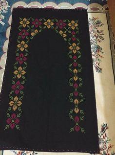 Cross Stitch Art, Prayer Rug, Bargello, Embroidery Designs, Pattern Design, Bohemian Rug, Diy And Crafts, Antiques, Crochet