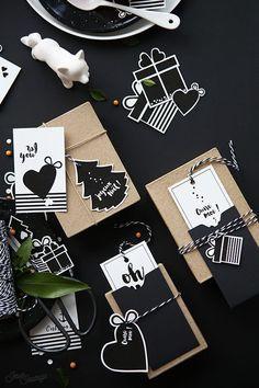 Téléchargez gratuitement un kit de chouettes printable de Noël! Etiquettes, pochettes cadeaux, décoration, couronne, tablettes de chocolat, père Noel, sapin...