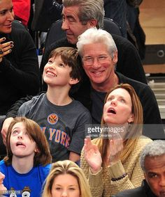 homer-james-gere-and-richard-gere-attend-the-chicago-bulls-vs-new-picture-id138130618 (510×612)