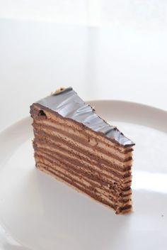 Csokoládés gesztenyetorta Hungarian Recipes, Sweets Cake, My Dessert, Food And Drink, Bread, Candy, Cookies, Chocolate, Baking