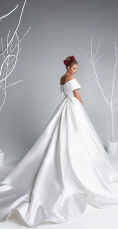 Stylish Wedding Dresses Collection Ideas To Inspire Sparkly Bridal Informal Wedding Dresses, Western Wedding Dresses, Traditional Wedding Dresses, Wedding Dress Styles, Designer Wedding Dresses, Bridal Dresses, Reception Dresses, How To Dress For A Wedding, Tea Length Wedding Dress