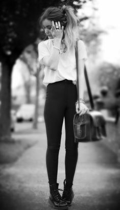 I love the trending grunge fashion, it's so simple yet amazingly nice to look at, definitely my kind of style.