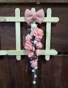 Bros dagu Bros Pita, Handmade Accessories, Diy Flowers, Brooches, Diy And Crafts, Dangles, Craft Ideas, Beads, Wallpaper