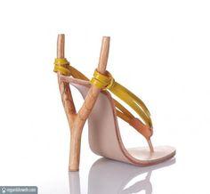 Chaussures en forme de lance-pierre.