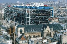 Renzo Piano, le 10 opere  più significative 1971-77 Centre George Pompidou di Parigi. Il Beaubourg, inaugurato nel 1977 e realizzato con Richard Rogers, è il manifesto dell'architettura hi-tech. Qui l'edificio è come un corpo umano che si è spogliato della sua pelle, del suo rivestimento, e mette in mostra tubi e canali di cui è fatto.Scelte a cura di Pierluigi Panza