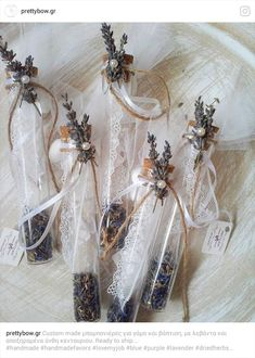 Μπομπονιέρα γάμου γυάλινος σωλήνας σε μπλε και μωβ αποχρώσεις. Διακοσμημένος με αποξηραμένη λεβάντα, άνθη κενταύριου & δαντέλα. Glass Vase, Wedding Dresses, Inspiration, Home Decor, Bridal Dresses, Biblical Inspiration, Bridal Gowns, Wedding Dressses, Room Decor