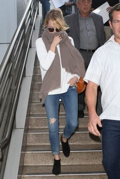 Emma Stone in the Monroe Sunglasses & Skinny in Destroyed