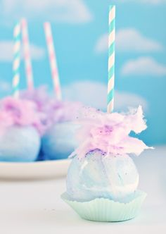 How to make pastel cotton candy apples (Sweetapolita). Don't forget some cotton candy colored personalized napkins to along with these sweet treats! Cake Pops, Caramel Candy, Caramel Apples, Chocolate Apples, Pastel Cupcakes, Pastel Macaroons, Pastel Candy, Colorful Candy, Snacks Für Party
