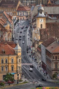 Brașov, one of the most beautiful cities in Romania 🇷🇴️ Brasov Romania, Bucharest Romania, Places To Travel, Places To See, Travel Destinations, Places Around The World, Around The Worlds, Wonderful Places, Beautiful Places