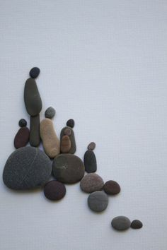 Pebble Art of NS by Sharon Nowlan by PebbleArt on Etsy Mais Sea Glass Crafts, Sea Glass Art, Stone Crafts, Rock Crafts, Pebble Stone, Stone Art, Pebble Art Family, Rock Sculpture, Pebble Pictures