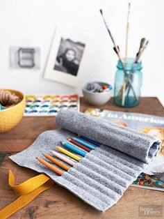 Project Pencil Roll Cozy up your home with crafts made from felt. Don't miss our free felt patterns! Use felt colors that match your home's decor, or craft them in a friend's favorite hue -- these projects make fab gifts. Easy Felt Crafts, Felt Diy, Crafts To Make And Sell, Crafts For Kids, Easter Crafts, Felt Coasters, Felt Pillow, Felt Gifts, Felt Sheets