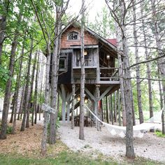 Rent the treehouse retreat via @lynneknowlton ...cabin and treehouse vacation rental on DESIGN THE LIFE YOU WANT TO LIVE