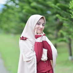 Tips Islami Memilih Calon Suami sesuai Syariat Agama Islam Casual Hijab Outfit, Hijab Chic, Hijabi Girl, Girl Hijab, Beautiful Hijab, Beautiful Asian Girls, Muslimah Clothing, Hijab Fashion, Fashion Outfits