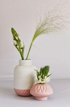 Lenneke Wispelwey ceramics found at Miss Moss Deco Floral, Arte Floral, Ceramic Vase, Ceramic Pottery, Cerámica Ideas, Townhouse Designs, Miss Moss, Vase Design, Decoration Plante