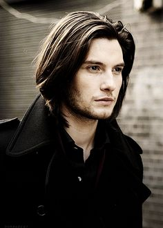 I apologize for this Ben Barnes spam. Though I can't promise that it won't happen again. My friend has a LOT of pictures of him.