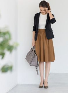 Black jacket, white top, light brown skirt, grey purse and shoes Office Fashion, Work Fashion, Modest Fashion, Skirt Fashion, Daily Fashion, Fashion Outfits, Womens Fashion, Casual Work Outfits, Office Outfits