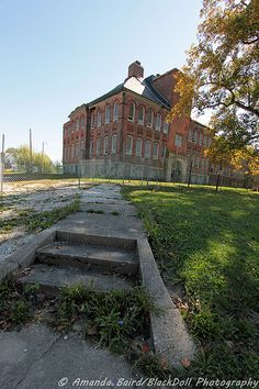 Fairmount High School, Grant County, Indiana - James Dean graduated from this school. Abandoned Property, Abandoned Churches, Abandoned Mansions, Abandoned Places, School's Out Forever, Church Building, School Building, Old School House, Great Lakes Region
