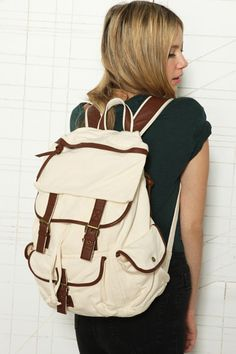 7b180f45761 Sac à dos en toile uni chez Urban Outfitters Plain Canvas, Canvas Backpack,  Hipster