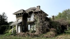 Inside Old Abandoned Mansions | Though the house was mostly empty, there were a few interesting ...
