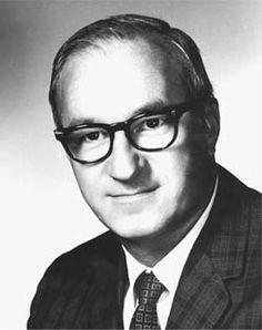 Albert Bandura (Mundare Alberta, 4 dicembre 1925) è uno psicologo canadese, noto per il suo lavoro sulla teoria dell'apprendimento sociale (e, nei suoi esiti sulla teoria sociale cognitiva, nel 1986).
