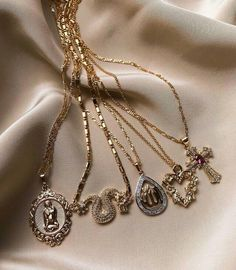 Image about fashion in Diamond 💎 Jewelry by ♡ann. Cute Jewelry, Body Jewelry, Jewelry Accessories, Fashion Accessories, Women Jewelry, Fashion Jewelry, Jewlery, Jewelry Dish, Coin Pendant Necklace