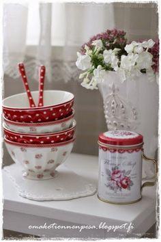 Oma koti onnenpesä Red And White Kitchen, Red Kitchen, Cath Kidston, Teller, Special Day, Christmas Time, Decoupage, Picnic, Kitchens