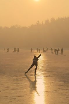Winter Magic, Winter Snow, Figure Skating Quotes, Hockey Pictures, On Thin Ice, Speed Skates, Beaux Villages, Ice Skating, Inline Skating