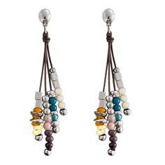 """Pendiente """"Boleadoras"""" de Uno de 50 con cristales artesanales en tonos tierra y azules."""