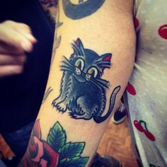 Cat Old School Tattoo (by Henrique Costa - Dagger's Tattoo - Rua 7 de Abril, 154 - Galeria Nova Barão Loja 39 - SP/BRA - Tel.: 3159-0172).