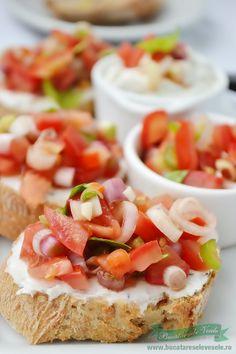 Uneori nu mai sti ce sa mai pregatesti in fiecare dimineata la micul dejun. Iata o idee de sandvis cu crema de branza si salsa de rosii care sigur va fi pe gustul vostru. Ca sa mearga pregatirile mai repede va recomand sa pregatiti de cu seara salsa de rosii pentru sandvis. Alaturi o cana Cold Appetizers, Holiday Appetizers, Appetizer Recipes, Easy Smoothie Recipes, Healthy Recipes, Easy Cooking, Cooking Recipes, Game Day Food, I Foods