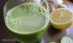 1 komkommer, 1 courgette, 2 stengels bleekselderij, 2 handjes spinazieblaadjes, 1 groene appel (bijvoorbeel Granny Smith), 1 /2 citroen, stukje gember van 1 cm. Smoothie Detox, Smoothies, Super Greens, Granny Smith, Breakfast Bake, Juice, Fruit, Cooking, Recipes