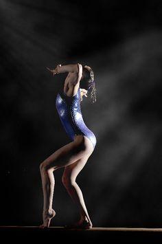 Google Image Result for http://www.seniorsat5280.com/blog/wp-content/uploads/2011/05/Denver-Senior-Photography-Gymnast.jpg