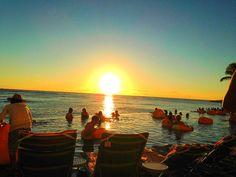 インフィニティープールからのサンセット Sheraton Waikiki, Niigata, Hawaii, Best Friends, Celestial, Sunset, Outdoor, Beat Friends, Outdoors
