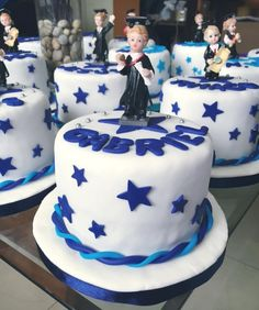 mini tortas gradu - Buscar con Google                                                                                                                                                                                 Más Mini Tortillas, Volleyball Cakes, School Cake, Farm Cake, Mini Cakes, Catering, Cake Decorating, Graduation, Food And Drink
