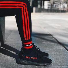 """4,803 mentions J'aime, 22 commentaires - STREETWEAR ☓ GERMANY (@streetwearde) sur Instagram : """"Black 'n' Red 📸@dfzi8 #strwrde"""""""
