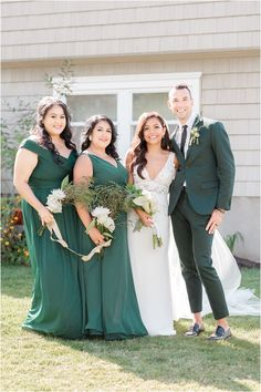 bride poses with bridesmaids and best man. Planning a backyard wedding? Find inspiration for a whimsical and elegant wedding here! Toms River backyard wedding with emerald and gold details photographed by NJ wedding photographer Idalia Photography. #IdaliaPhotography #BackyardWedding #EmeraldWedding